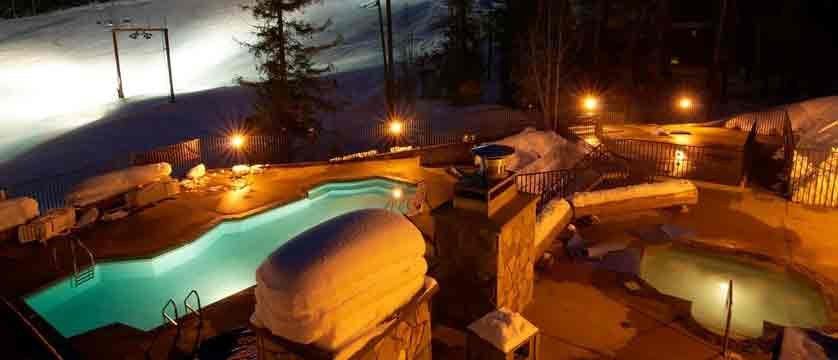 canada_fernie_snow-creek-lodge_outdoor-heated-pool.jpg